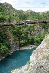 Séquence adrénaline au pont de Kawanau avec du saut à l'élastique