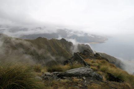 Les nuages jouent avec les rochers