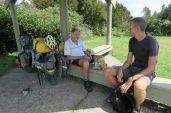 Sur la route entre le Nelson Lakes National Park et Abel Tasman, nous avons rencontré un très gentil monsieur qui voyage avec son vélo. Une belle rencontre désormais immortalisée :)