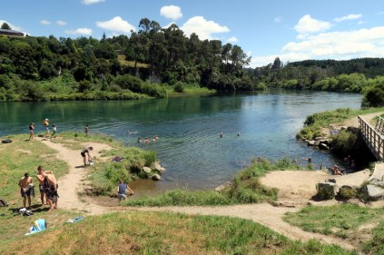 Les bains d'eau chaude de Orumuheke thermal stream du Spa thermal park