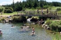 Les bains d'eau chaude de Orumuheke thermal stream du Spa thermal park (uniquement sous le pont hein... ;) )