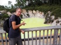 """Devil's pool, parc thermal de Wai-o-tapu. La couleur verte de la """"piscine"""" est due à la présence d'Arsenic dans l'eau !"""