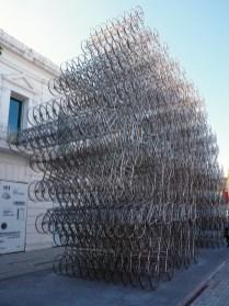 """Dans le quartier de la Boca, Buenos AiresSculpture """"Forever bicycles"""", par l'artiste chinois Ai Weiwei wi, dans le quartier de la Boca, Buenos Aires."""