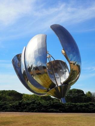 """""""Floralis Generica"""", de l'architecte argentin Eduardo Catalano, Buenos Aires"""
