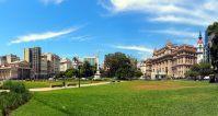 Panorama de la plaza Lavalle, avec le Teatro Colon à gauche et le palais de justice à droite, Buenos Aires