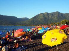 Sur la plage de Pucon...