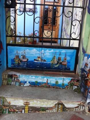 Ici la peinture est partout, même sur les marches !