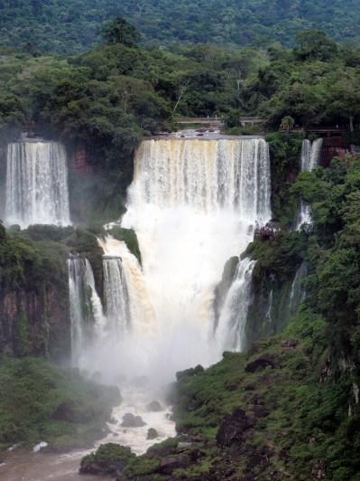 Les chutes d'Igazu (vue depuis le coté Brésilien)