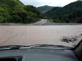 Passage de la rivière avec notre Chevrolet Classic, Ju aux commandes, tout est sous contrôle !