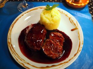 LA pièce de boeuf dont nous nous souviendrons toujours en pensant à l'Argentine. La meilleure que l'on ait mangé et de loin! Avec une sauce au Malbec, un délice !