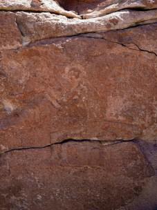 Pétroglyphes de Yerba Buena, un singe en position assise