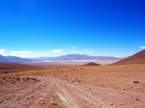 Sur la route au Sud Lipez, avec au loin la laguna colorada
