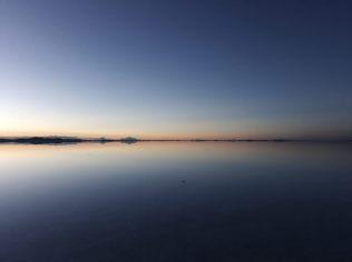 Lever du soleil sur le salar d'Uyuni