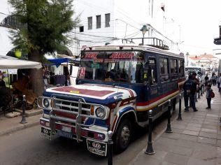 L'un des nombreux minibus de Sucre