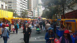 Fête dominicale sur l'artère principale de la ville, La Paz