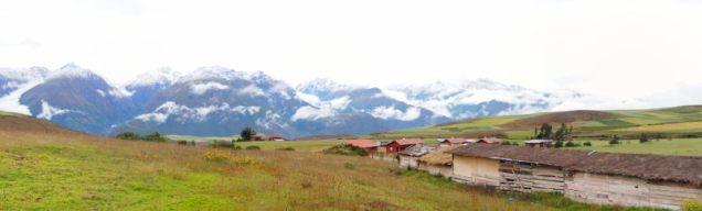 Vallée sacrée des Incas, site de Moray. Panorama sur les montagnes