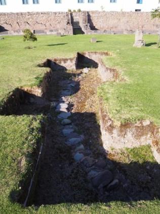 Système de canalisation, à l'intérieur de ruines d'un temple Inca, Cuzco