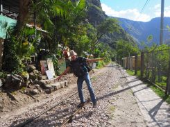 Le long de la voie ferrée en direction de Aguas Calientes