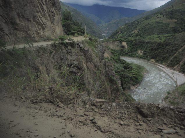"""Le genre de passage """"touchy"""" à flanc de colline sur la piste entre Santa Maria à Hydroelectrica"""
