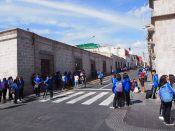 Arequipa, des écoliers dans la rue