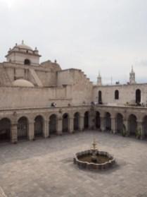 A l'intérieur de l'église de la Compagnie, Arequipa