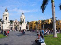 Plaza Mayor (Cathédrale à gauche, Hotel de ville à droite)