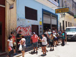 La Bodeguita del Medio, lieu culte où l'écrivain Ernest Hemingway a passé de nombreuses soirées