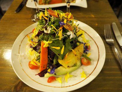Salade ensoleillée, influence gastronomique européenne au Pérou