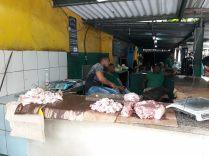 Un étal de viande dans un marché de la Havane
