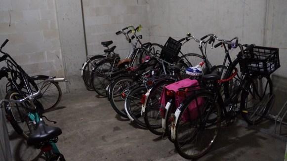 기숙사 건물 내 자전거 보관소