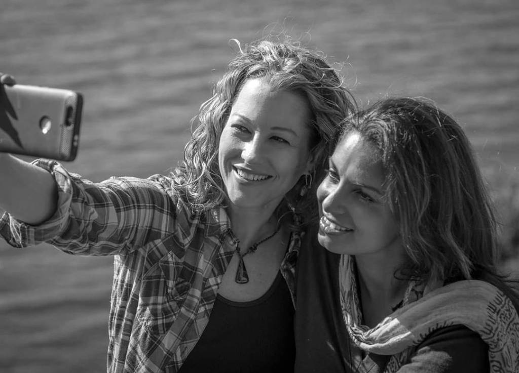 Lesbian blogger and instagram travel couple Karin and Sunny, The Vagabroads, black and white photo at Lake Atitlán in Guatemala