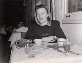 Ginger Rogers dines at the RKO commissary (circa 1940).