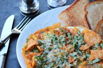 Wafer par Eeda -- the popular Parsi-style eggs on potato chips