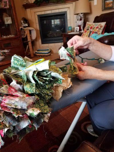 DIM, Did It Myself: Twinkling Christmas Fabric Garland