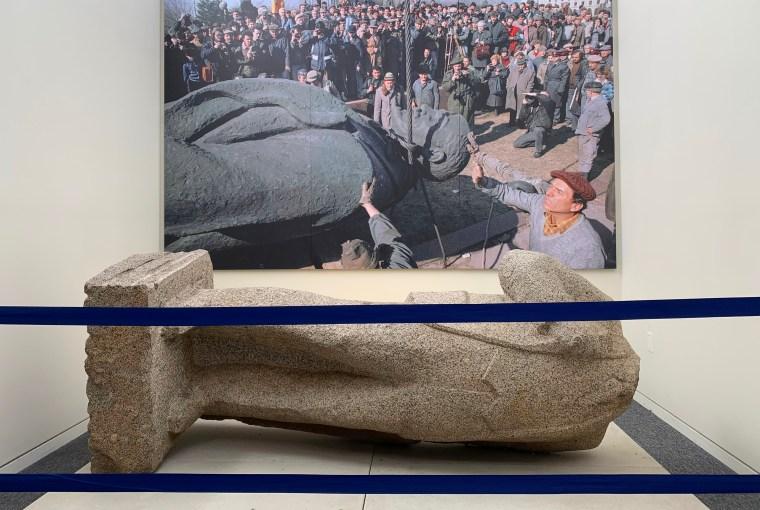 beheaded Lenin statue