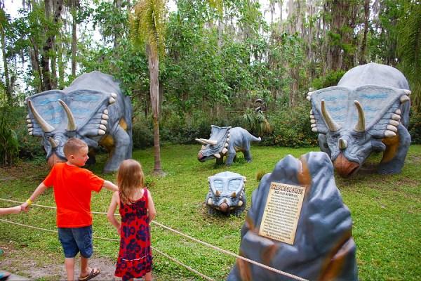 Dinosaur World dino family baby dinosaur