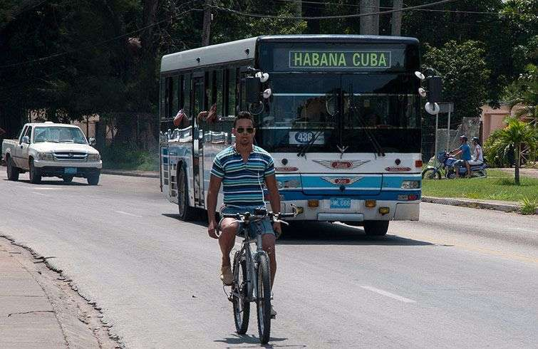 Never public transportation has worked well in Cuba, not even when they had Soviet aid / Photo: Raquel Perez.