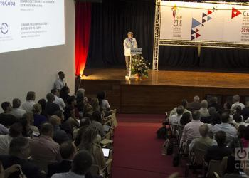 Presentation by Cuban Minister of Foreign Trade and Investments Rodrigo Malmierca at 1st Investment Forum in FIHAV 2016. Photo: Regino Sosa.