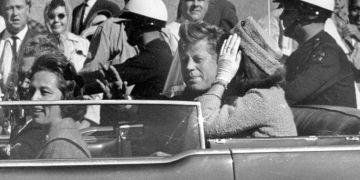President John F. Kennedy in Dallas a short time before being assassinated. Photo: AP / El País.