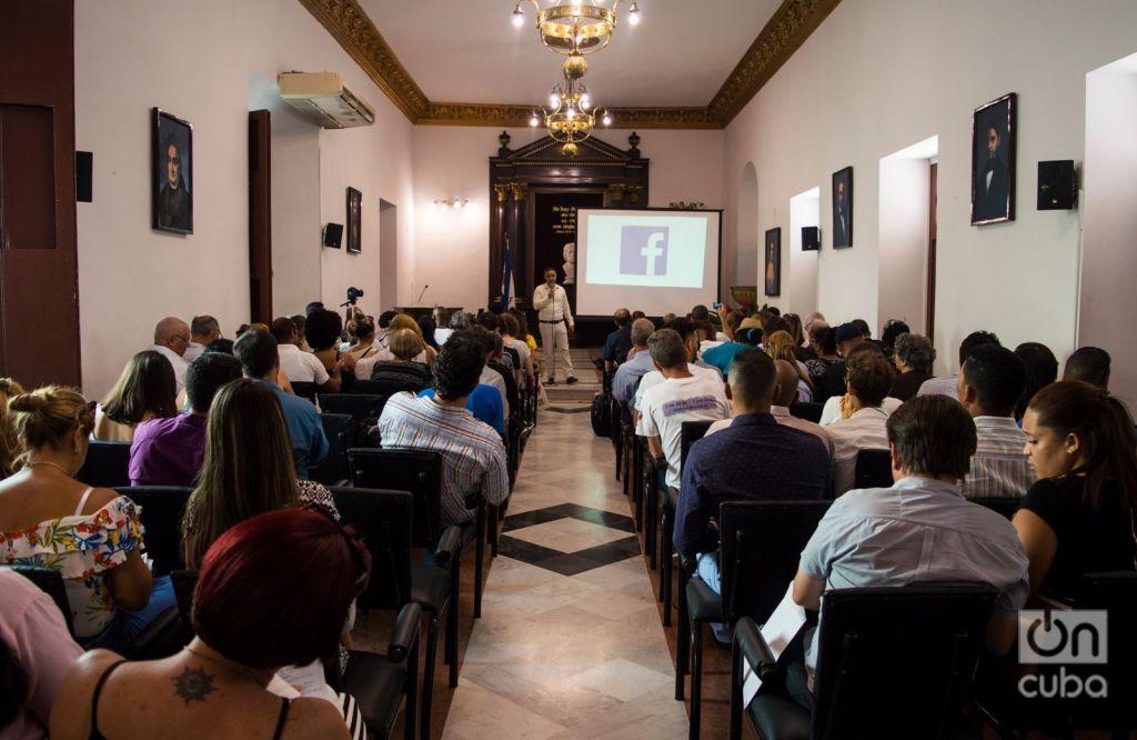 Lecture on Facebook during November of Entrepreneurs event. Photo: Otmaro Rodríguez.