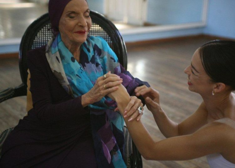 Alicia Alonso and Viengsay Valdés. Photo: Nancy Reyes.