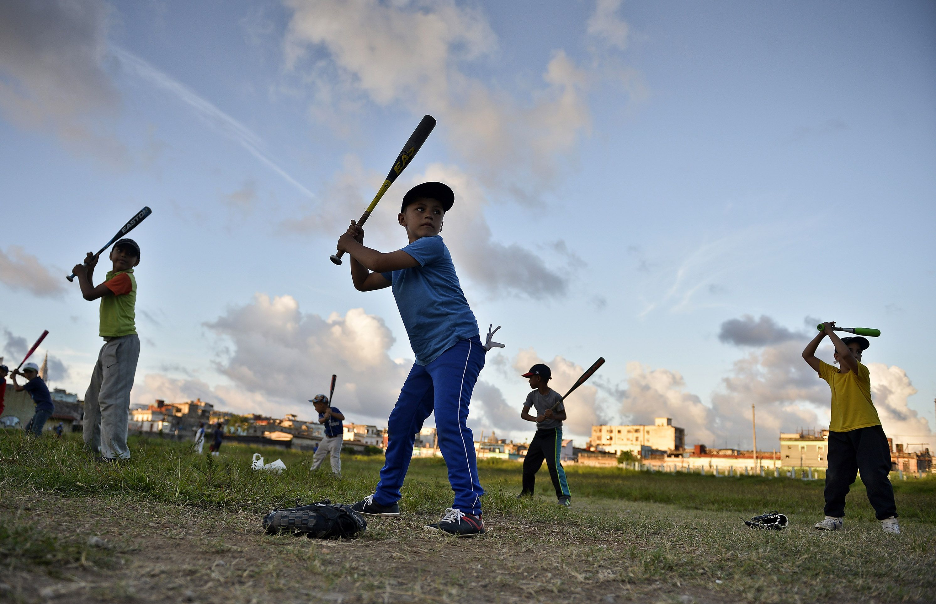 The base of Cuban baseball needs an important injection of implements and resources to improve local playing fields. Photo: Taken from Eawaz.