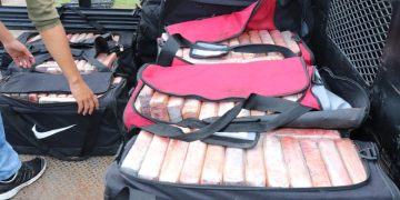 Black bags containing the captured drug. Photo: @minsegpanama / Twitter.