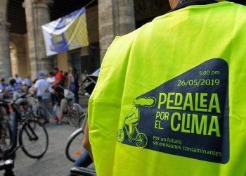 Pedaling against climate change. Photo: Néstor Martí.