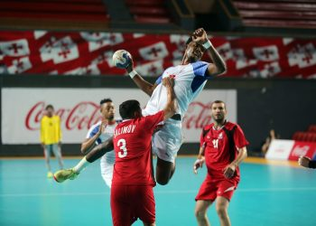 Almost all the Cuban team's men took part in the game and easily defeated Azerbaijan. Photo: IHF