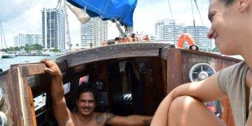 Cuban David Berenguer and his girlfriend, Spaniard Lara Gandía, aboard their sailboat Lourdes-Emyca. Photo: Jorge Ignacio Pérez / EFE.