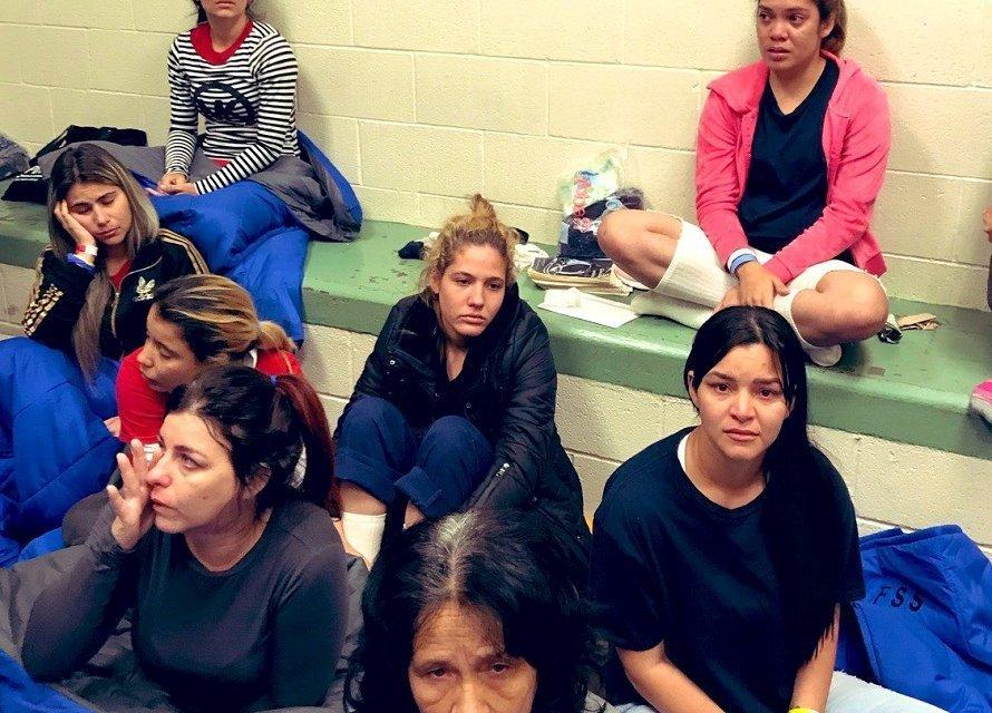 Cuban women in El Paso, Texas. Photo: @JoaquinCastrotx/Twitter.