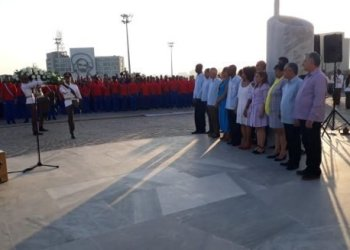 President Miguel Díaz-Canel in the flag-bearing ceremony for the Cuban delegation that will participate in the 18th Pan American Games. Photo: Twitter/@ PresidenciaCuba.