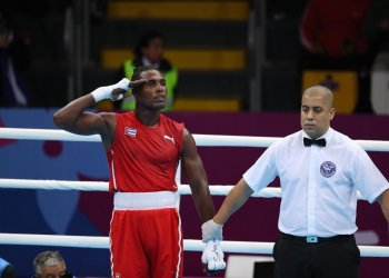 Cuban boxer Julio César La Cruz (left) celebrates his victory in the 81 kg finals at the Lima 2019 Pan American Games. Photo: Martín Alipaz / EFE.
