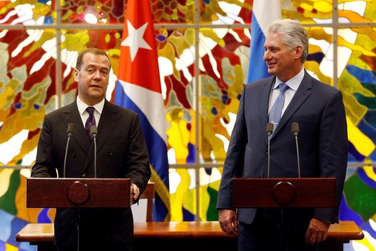 Cuban President Miguel Díaz-Canel Bermúdez (r) with Russian Prime Minister Dmitry Medvedev (l) during statements to the press in Havana, after a meeting between both leaders, on October 3, 2019. Photo: Ernesto Mastrascusa / POOL / EFE.